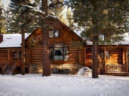 Casa de madera en invierno